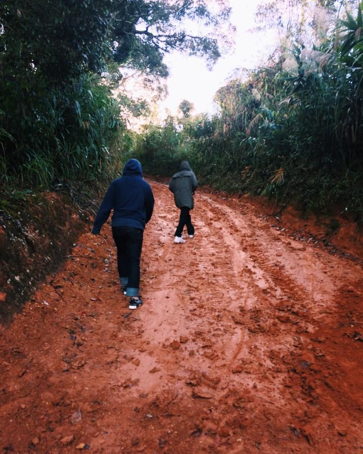 ถนนที่เราต้องเดินกัน