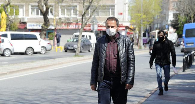 ücretsiz maske takan adam