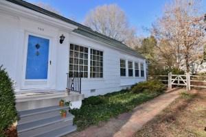 750 Magnolia St view of front door