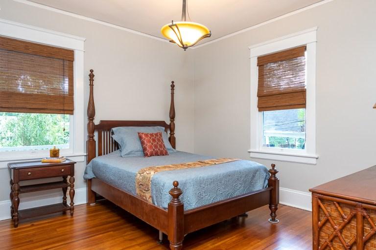 722 Walnut St, bedroom