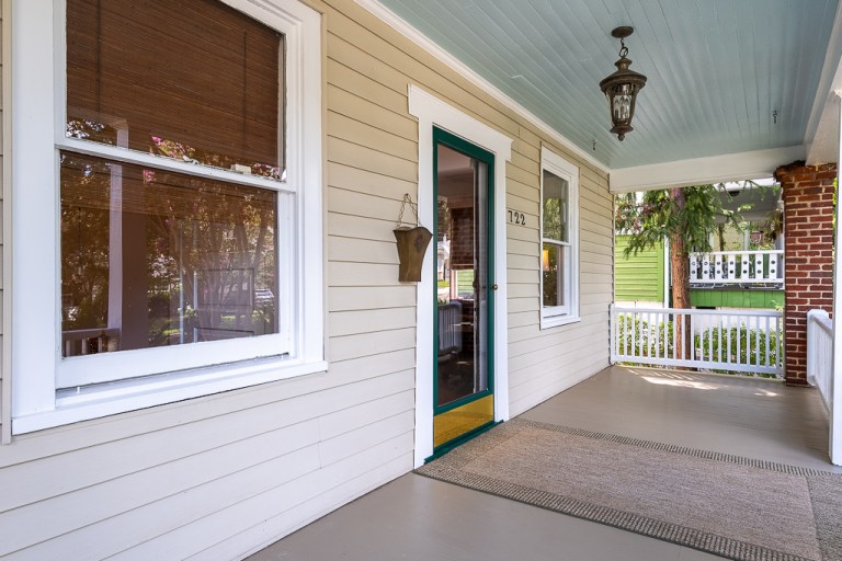 722 Walnut St, front porch view