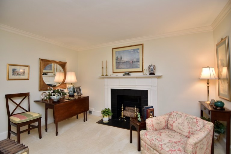 933 Kearns Ave, Buena Vista, WS living room