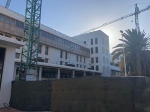 Cranes still on site at the Los Fariones