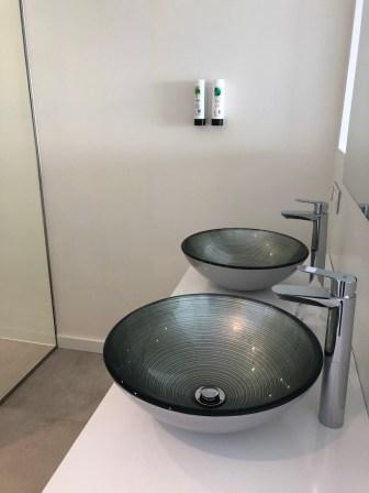Twin room sinks & toiletries