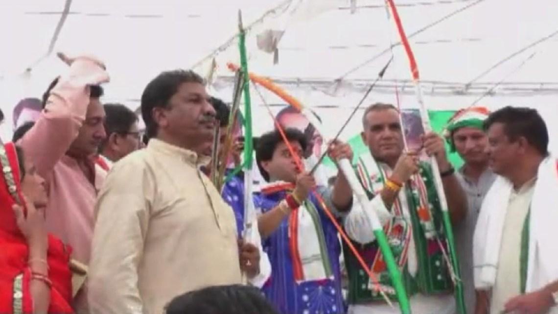धार के आदिवासी सम्मेलन में शामिल हुये कांग्रेस सांसद ज्योतिरादित्य सिंधिया