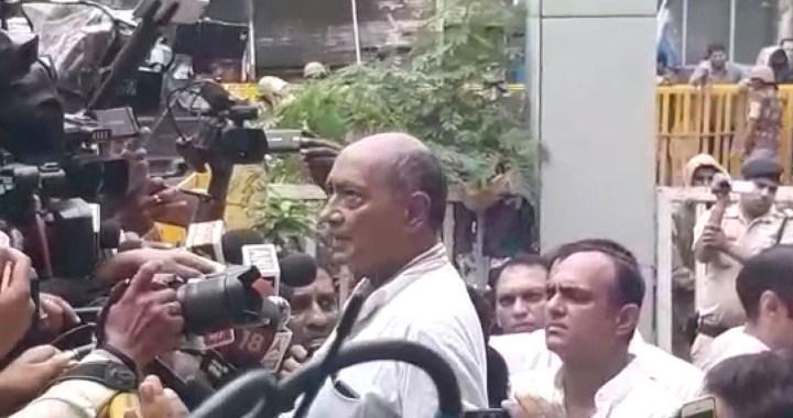 गिरफ्तारी देने भोपाल पहुंचे पूर्व सीएम दिग्विजय सिंह