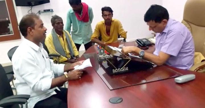 रीवा संभाग कमिश्नर से की गई आवासीय पट्टा देने की मांग