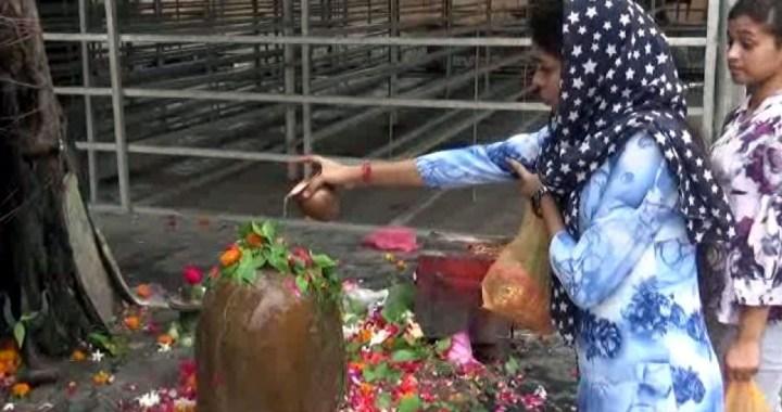 दक्षेश्वर महादेव मंदिर पहुंचे श्रद्धालुओं ने किये दर्शन और जलाभिषेक