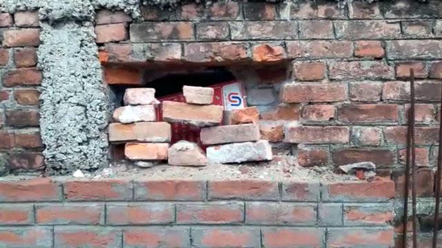 भलुहा यूनियन बैंक की दीवार में चोरों ने मारी सेंध