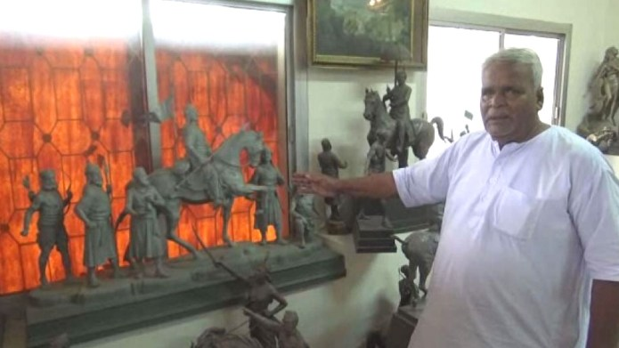 fakir charan showing scluptures