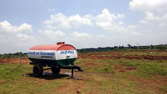 घंसौर में सार्वजनिक पानी टैंकर का हो रहा निजी उपयोग