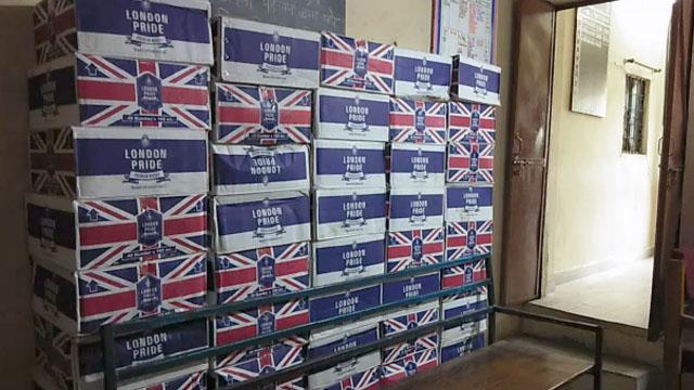 पीथपुर पुलिस ने अंग्रेजी शराब की 100 पेटी बरामद की