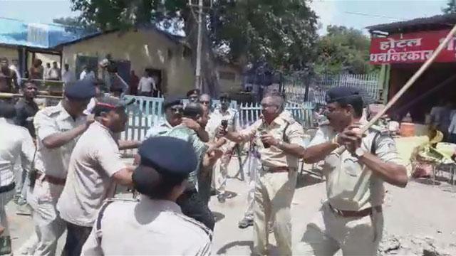 बुरहानपुर रेलवे स्टेशन से हटाया गया अतिक्रमण