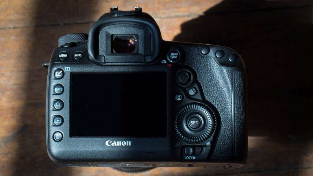 Canon 5D Mark IV back