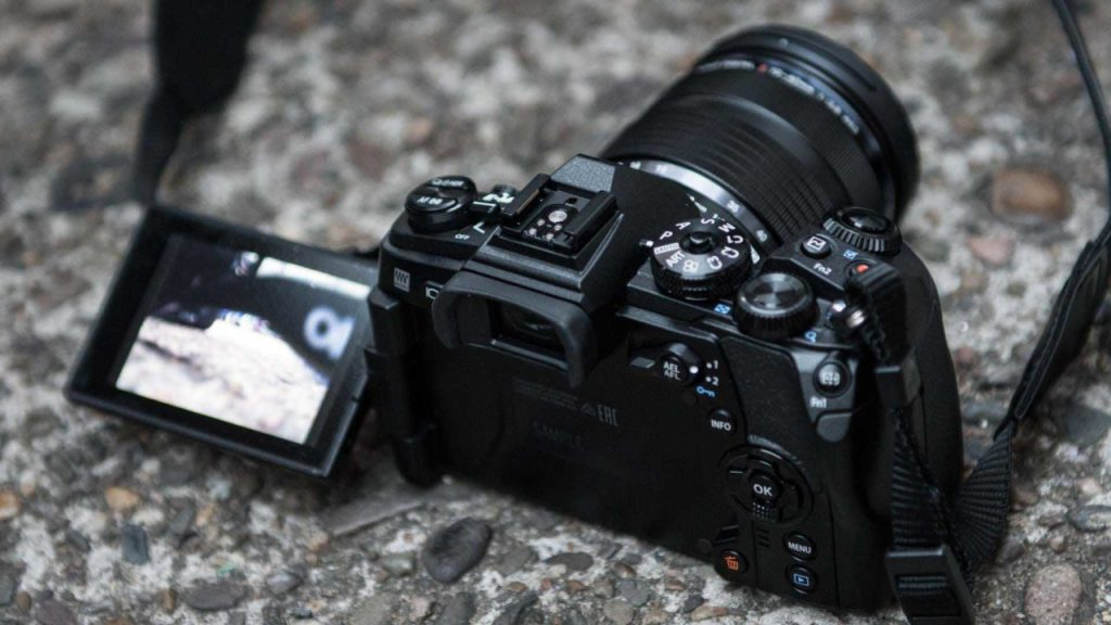 Olympus OM-D E-M 1 Mark II review: Build and handling