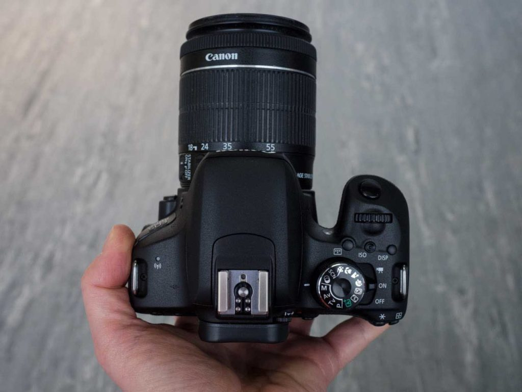 Canon 800D / Rebel T7i review: top
