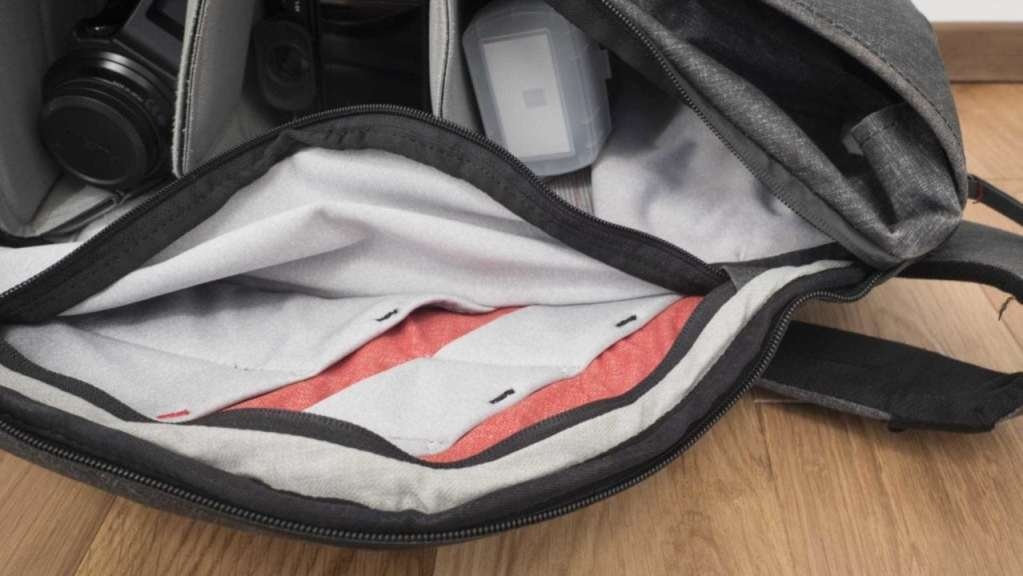 Peak Design Everyday Backpack 20L Review - Pocket