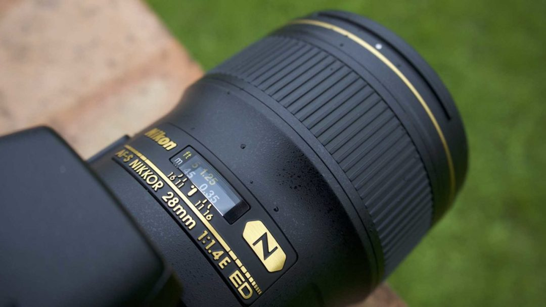 How to switch your camera to manual focus: distance numbers