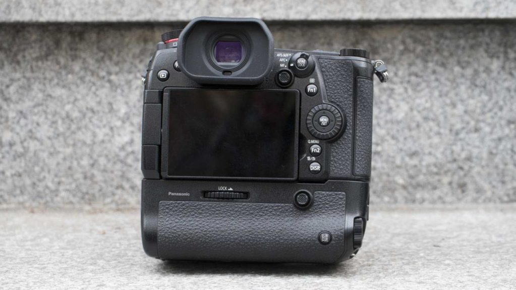 Panasonic G9 Review with battery grip