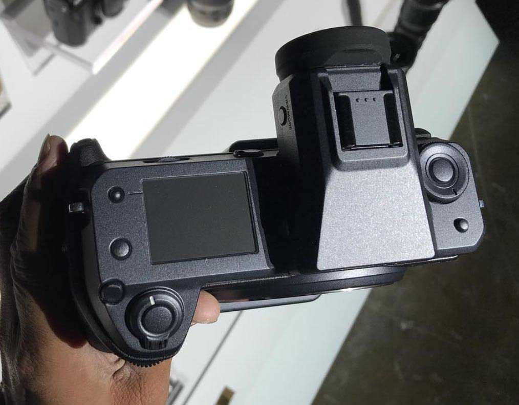 First images of the Fujifilm GFX100 posted online