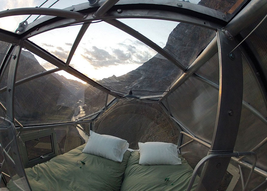 Прозрачный отель для экстремалов в перуанских Андах над Священной долиной-1