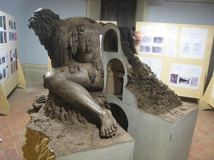У этой гигантской скульптуры 16-го века есть секрет – внутри неё скрыты несколько помещений-5