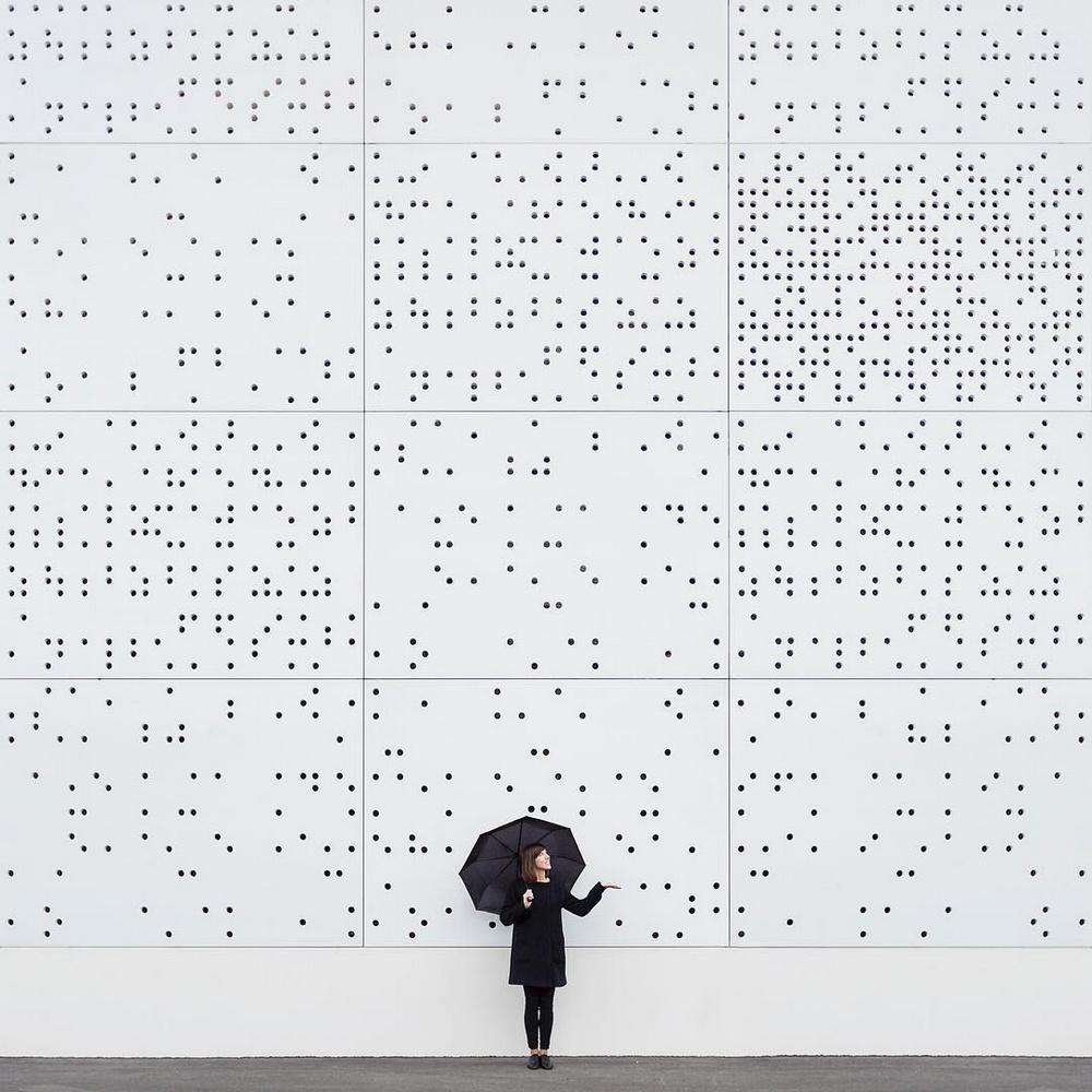 Дуэт фотографов путешествует по миру и снимает креативные архитектурные портреты  20