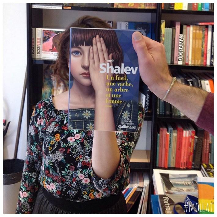 Book-Face-kreativnye-snimki-s-oblozhkami-knig 24