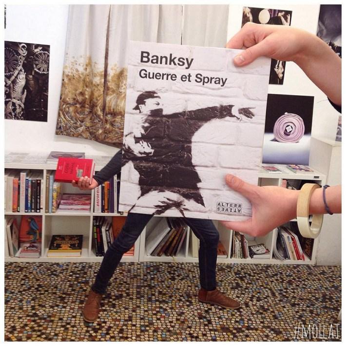 Book-Face-kreativnye-snimki-s-oblozhkami-knig 25