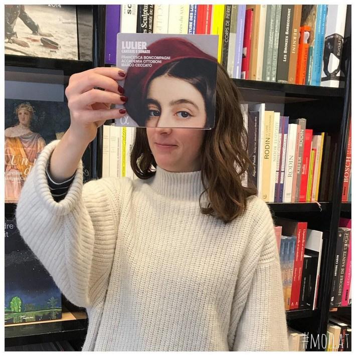 Book-Face-kreativnye-snimki-s-oblozhkami-knig 6
