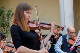 Nežo Eržen, vodjo 2. violin, smo spremljali ob izvedbi Arije Lenskega, P.I. Čajkovskega.