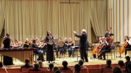 Še solistki z orkestrom.