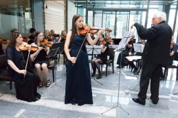 Glasbo iz sveta opere je izbrala tudi violinistka in študentka medicine Lucija Čemažar.