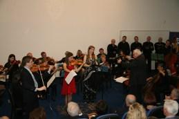 Andrej, Lucija in Sanja z orkestrom in zborom.