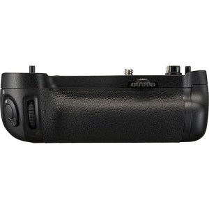 Nikon MB-D10 Battery Grip For Nikon D700, D300 Cameras