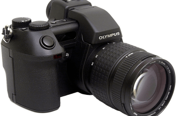 Olympus E-10 User Manual: a Guidance to Advanced Technology in Small Package Camera 1