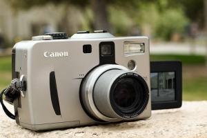 Canon PowerShot G1 Manual - flipped screen