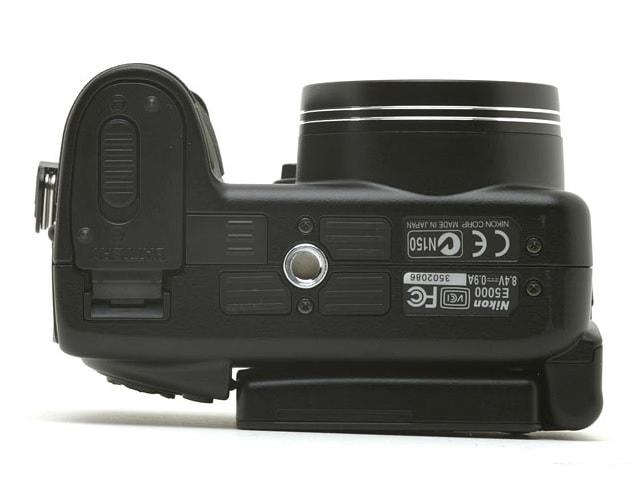 Nikon CoolPix 5000 Manual - camera bottom side
