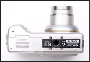 Nikon CoolPix 5200 Manual - camera bottom side