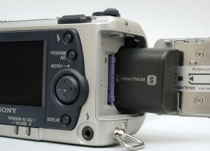 Sony DSC F505V Manual - battery slot