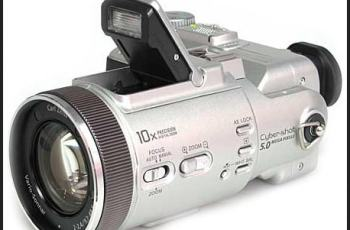Sony DSC F717 Manual - camera with flash light on
