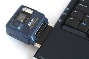 Nikon CoolPix 100 Manual - camera mounted to Laptop