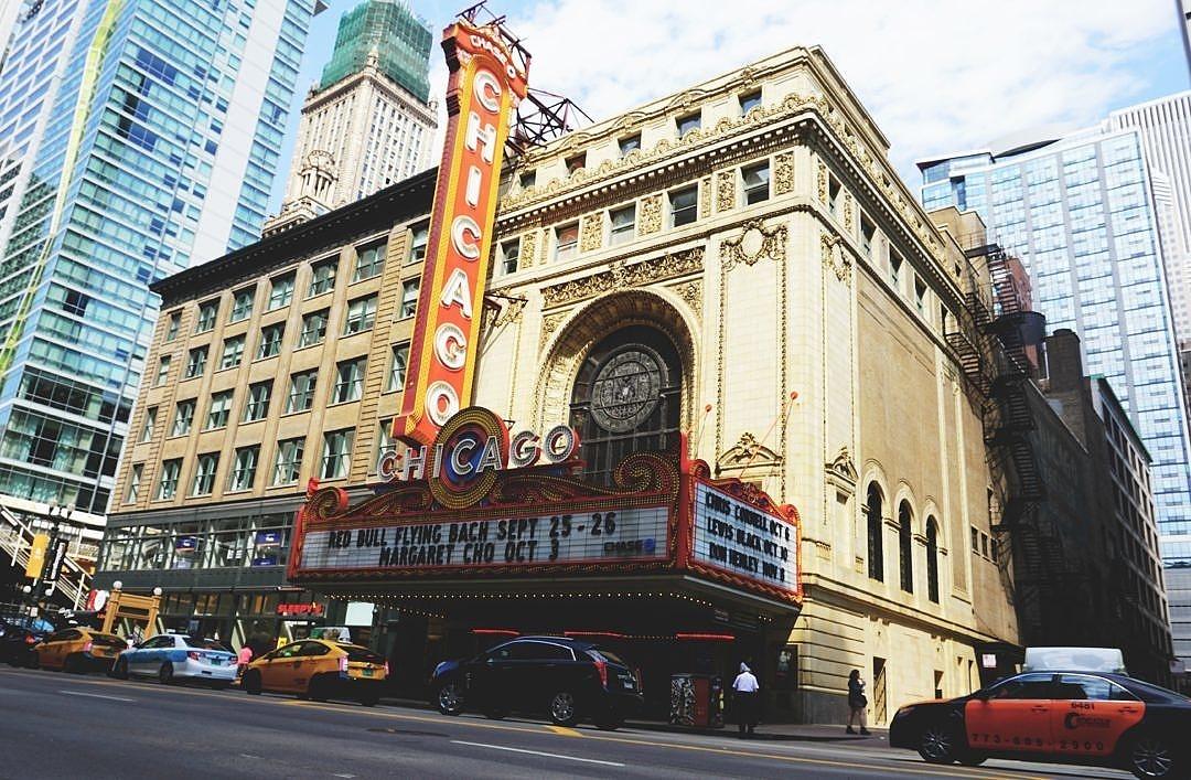 2015-04 - Chicago Theater - DSC03651 - Cameron Dixon