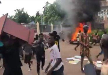 Un Malien paie de sa vie les manifestations contre Ibrahim Boubakar Keita, 20 blessés et des édifices publics saccagés  (RT)