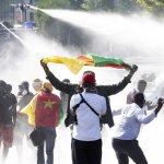 Achille Mbembe: «L'inconscient raciste de la Suisse la préserve de reconnaître son rôle négatif en Afrique»