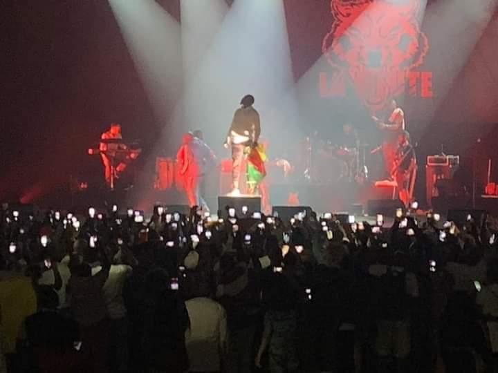Revivez le concert électrique du rappeur Valsero au Zénith de Paris