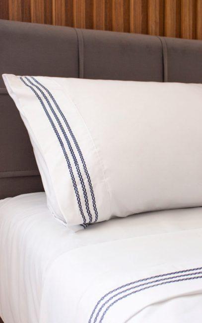 bordado-elos-cama-detalhe-azul-copy