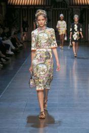 78-dolce-and-gabbana-spring-summer-2016-italian-renaissance-painting-print-dress