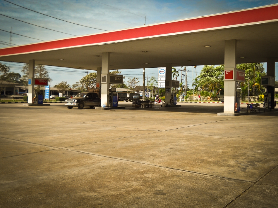 Esso Petrol station between Bangkok and Trat