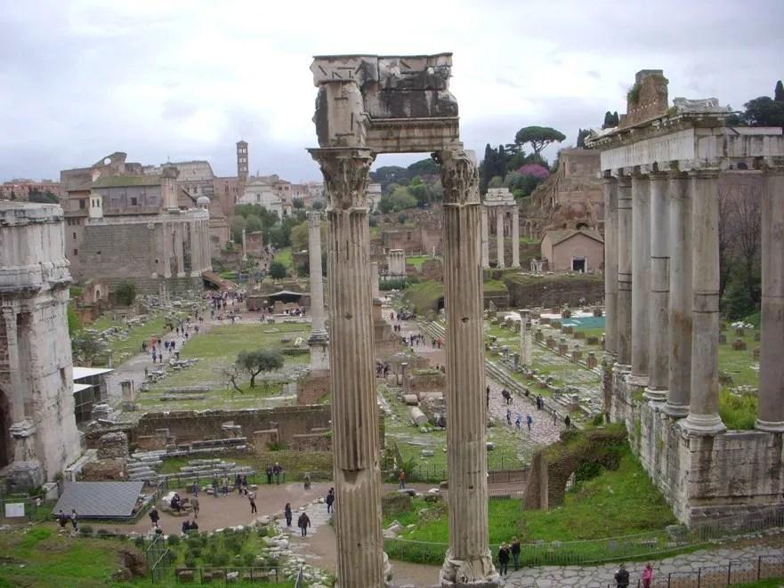 Vue sur le forum romain depuis les Musées du Capitole